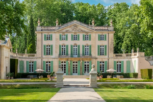 Large Villas & Chateaux for rental in Provence