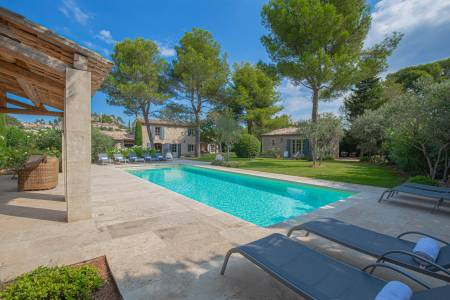 Vacation Rentals at Le Pavillon d'Eygalieres