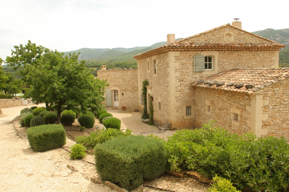 Photo number 26 of Les Pierres du Luberon