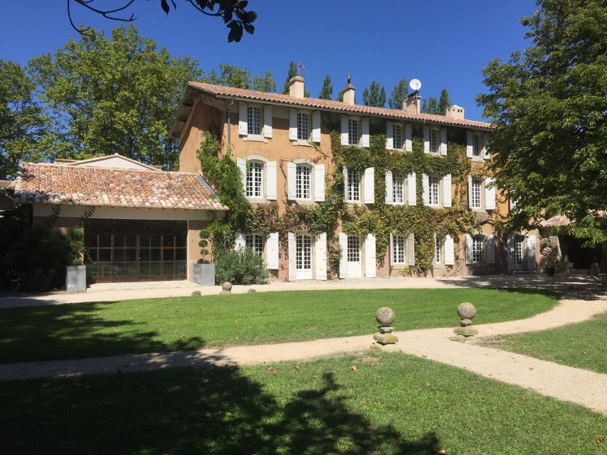 Photo number 01 of Bastide des Papes