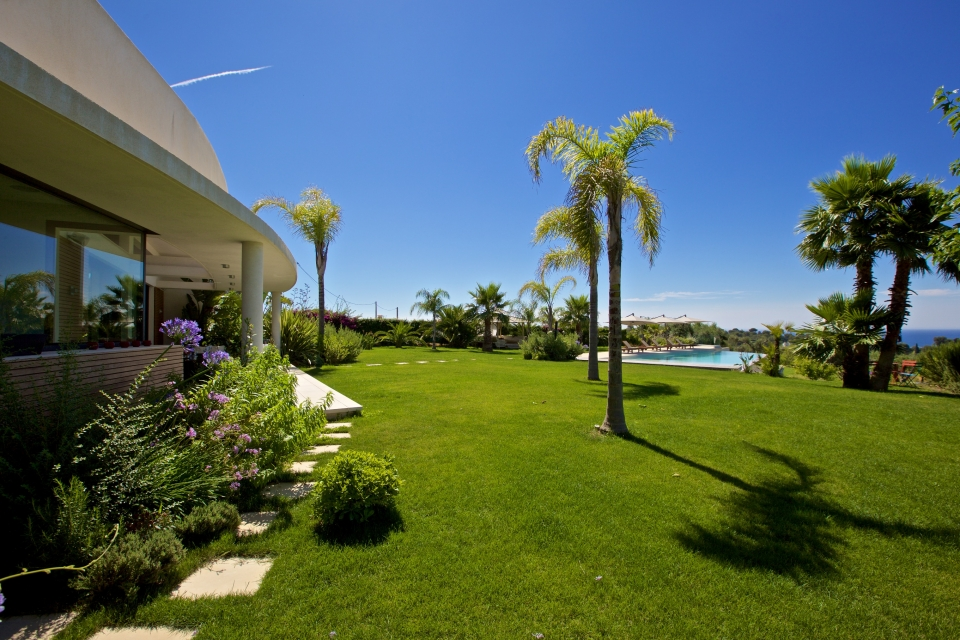 Photo number 02 of Villa Sublime