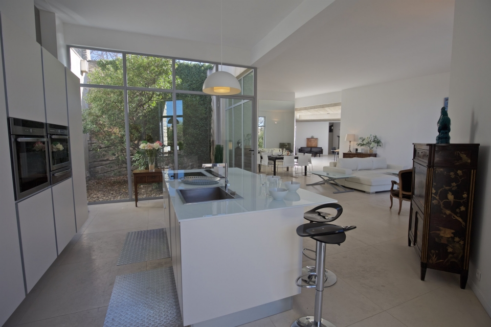 Photo number 06 of Villa Transparence